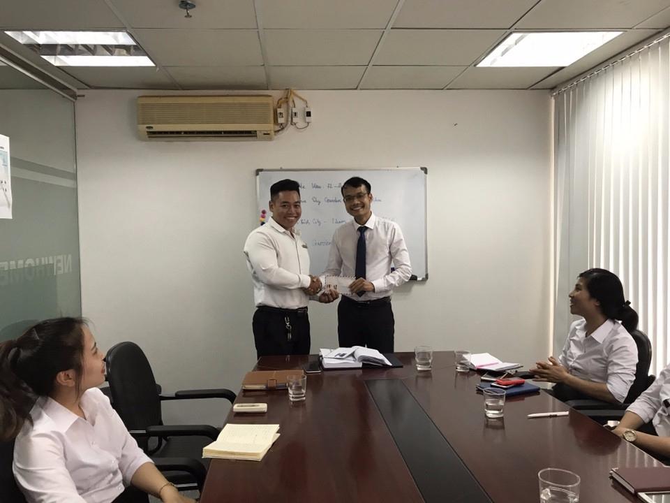 Newhomes trao thưởng cho nhân viên xuất sắc